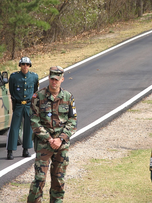 US and South Korean soldiers at the border with North Korea
